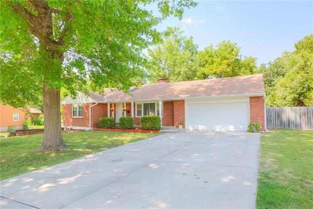 2 NW 67th Street, Gladstone, MO 64118 (#2121396) :: Edie Waters Network