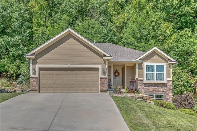 5730 NW Michaels Cove Street, Parkville, MO 64152 (#2121480) :: Edie Waters Network
