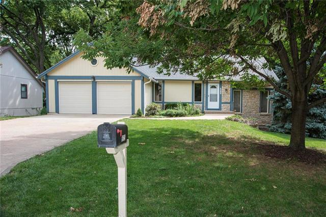 6925 Long Avenue, Shawnee, KS 66216 (#2121583) :: Edie Waters Network