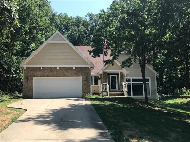 8221 NW Forest Drive, Weatherby Lake, MO 64152 (#2121699) :: Char MacCallum Real Estate Group