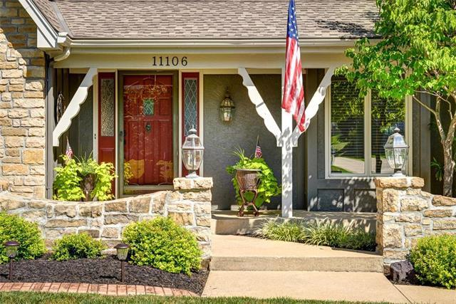 11106 W 122nd Street, Overland Park, KS 66213 (#2121821) :: Char MacCallum Real Estate Group