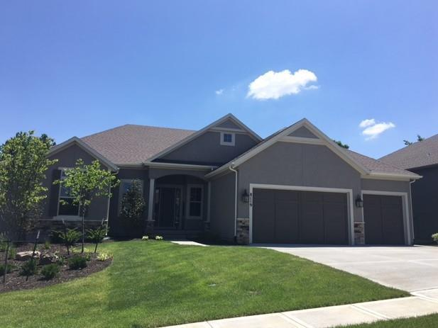 8119 Lone Elm Road, Lenexa, KS 66220 (#2121942) :: Edie Waters Network