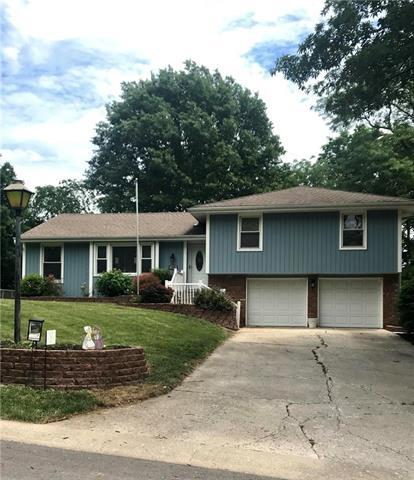 105 Tuscarora Lane, Lake Winnebago, MO 64034 (#2125078) :: No Borders Real Estate