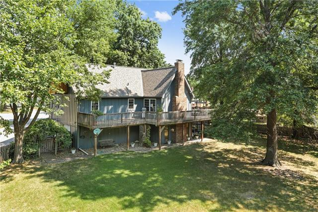 1123 NE Clubhouse Court, Lee's Summit, MO 64086 (#2125400) :: Edie Waters Network