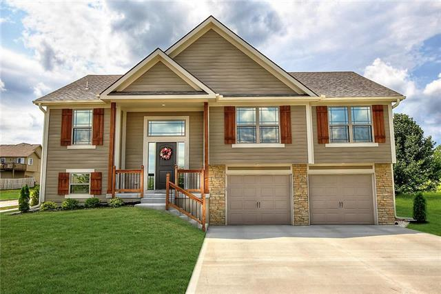 901 SW Green Meadow Drive, Blue Springs, MO 64064 (#2125637) :: No Borders Real Estate