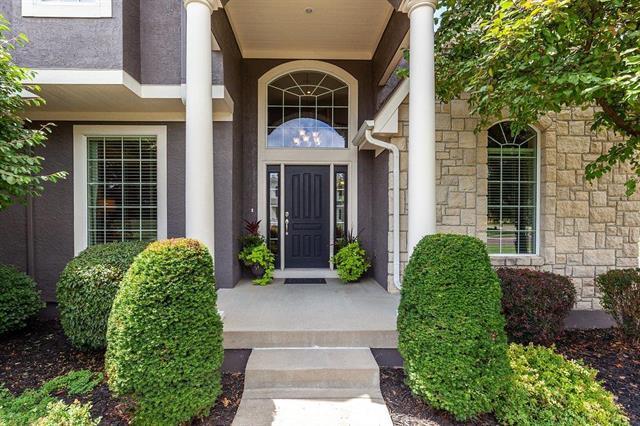 14032 Larsen Street, Overland Park, KS 66221 (#2125666) :: Team Real Estate