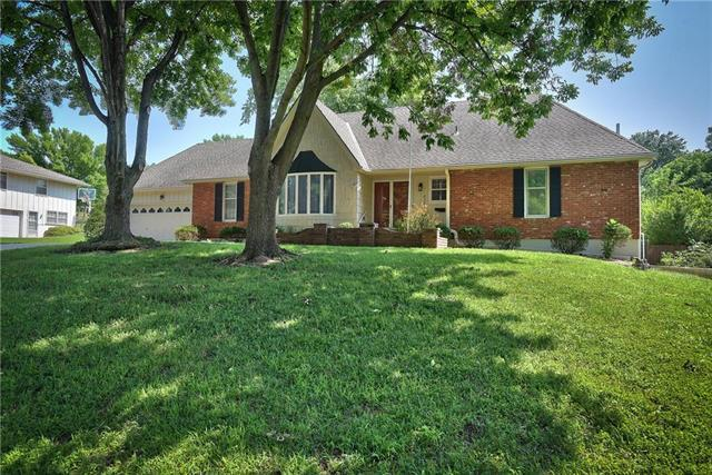 4341 S Avon Drive, Independence, MO 64055 (#2125905) :: Edie Waters Network