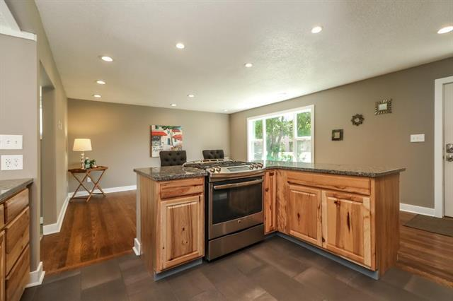 2008 W 74th Street, Prairie Village, KS 66208 (#2125994) :: Char MacCallum Real Estate Group