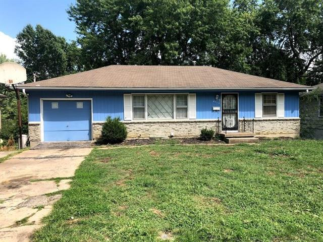 8719 Stark Avenue, Kansas City, MO 64138 (#2126277) :: Edie Waters Network