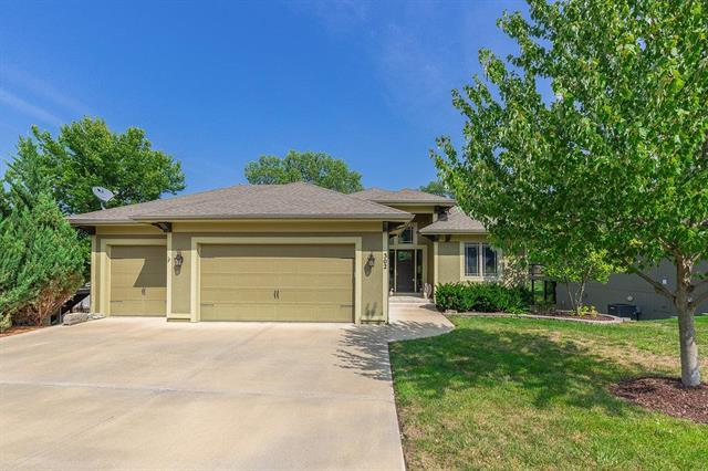 302 Broadmoor Drive, Louisburg, KS 66053 (#2126325) :: House of Couse Group