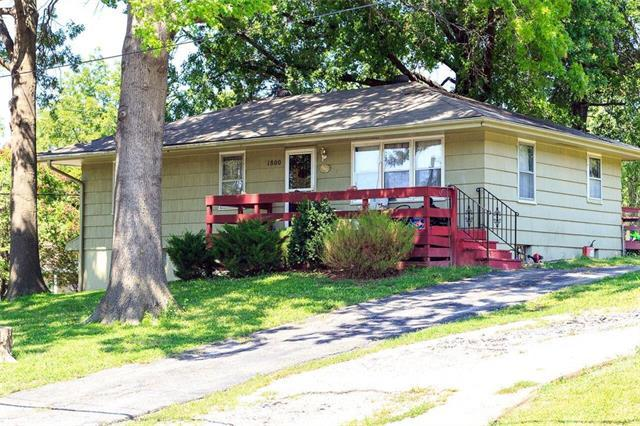 1800 NE 37th Terrace, Kansas City, MO 64116 (#2126361) :: Edie Waters Network