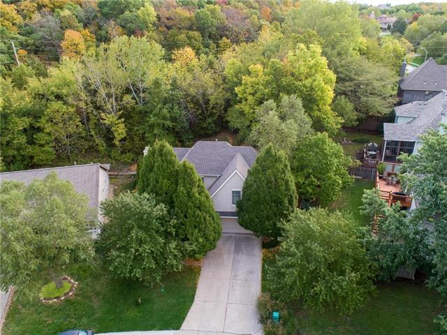 6379 Walker Street, Shawnee, KS 66218 (#2126377) :: Char MacCallum Real Estate Group