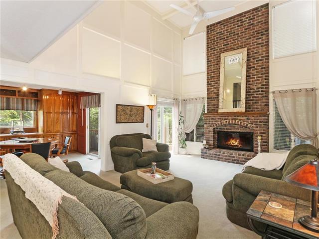 12102 Bluejacket Street, Overland Park, KS 66213 (#2126418) :: Char MacCallum Real Estate Group
