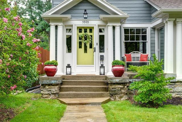5905 Central Street, Kansas City, MO 64113 (#2126672) :: Char MacCallum Real Estate Group