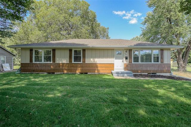 11610 E 25th Terrace, Independence, MO 64052 (#2126908) :: Edie Waters Network