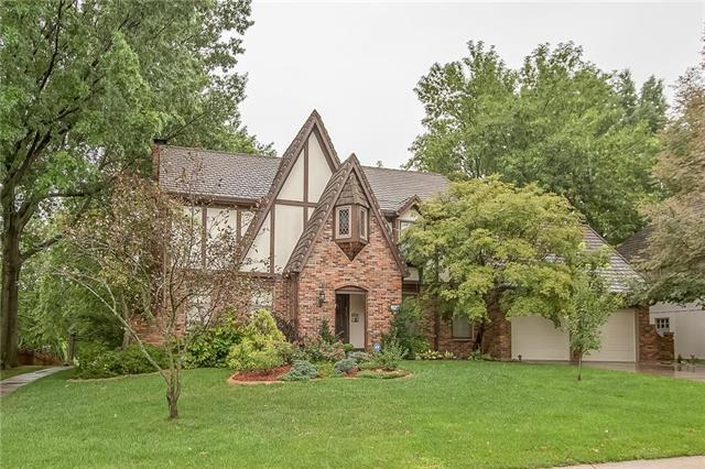 3513 NW Blue Jacket Drive, Lee's Summit, MO 64064 (#2126927) :: Char MacCallum Real Estate Group