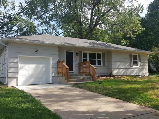 10804 E 66th Terrace, Raytown, MO 64133 (#2126929) :: Edie Waters Network