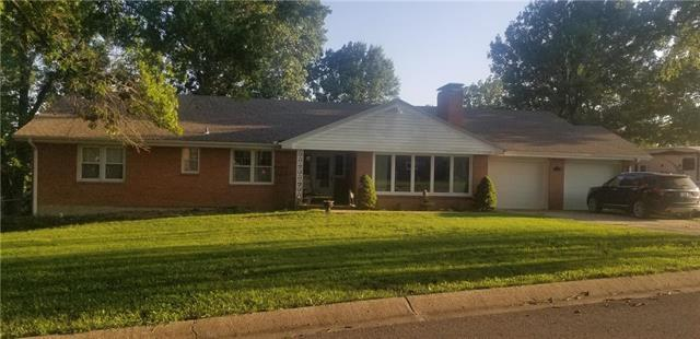 1009 Southwind Drive, Excelsior Springs, MO 64024 (#2126980) :: Edie Waters Network