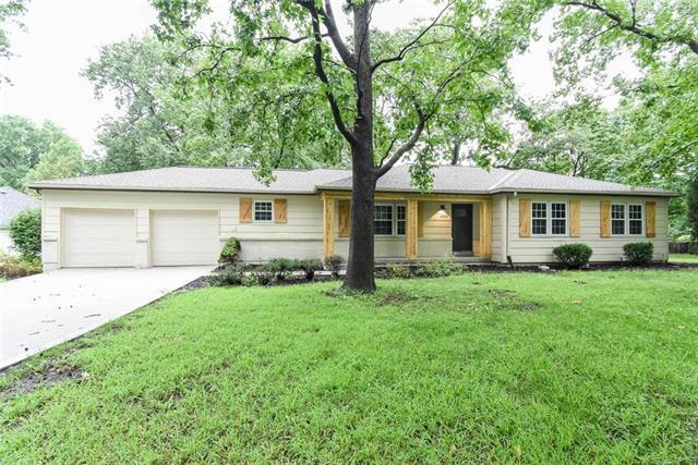 3900 W 98 Terrace, Overland Park, KS 66207 (#2127177) :: Edie Waters Network