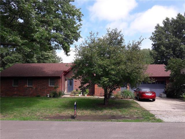 102 N 11th Street, Louisburg, KS 66053 (#2127469) :: Edie Waters Network