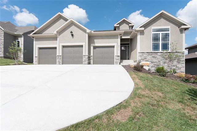 20316 W 79th Terrace, Shawnee, KS 66218 (#2127990) :: No Borders Real Estate