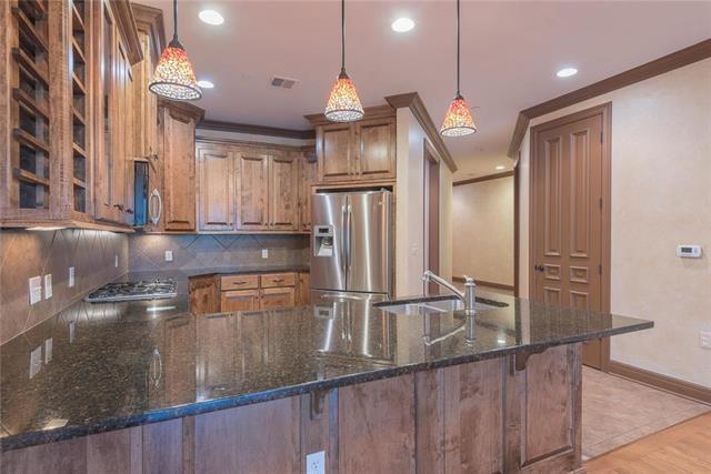 10511 Mission Road #204, Leawood, KS 66206 (#2128542) :: Team Real Estate