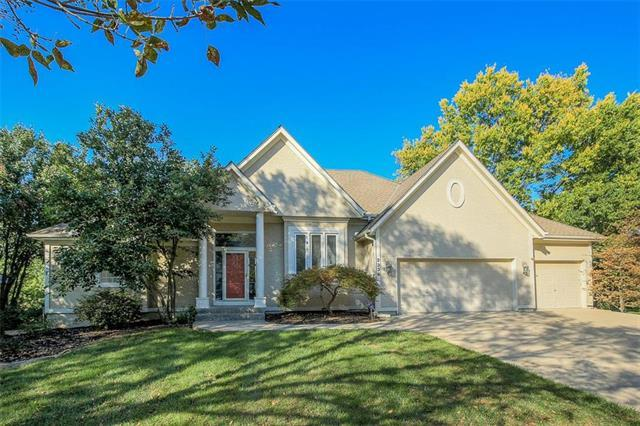 2336 SW Waterfall Drive, Lee's Summit, MO 64081 (#2128558) :: NestWork Homes