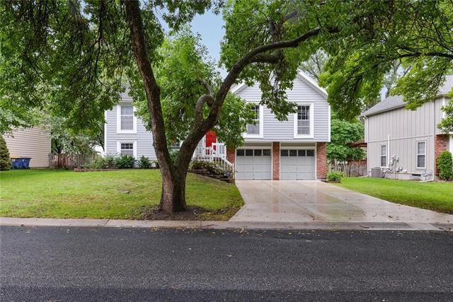14613 Brentwood Drive, Lenexa, KS 66215 (#2128574) :: Edie Waters Network