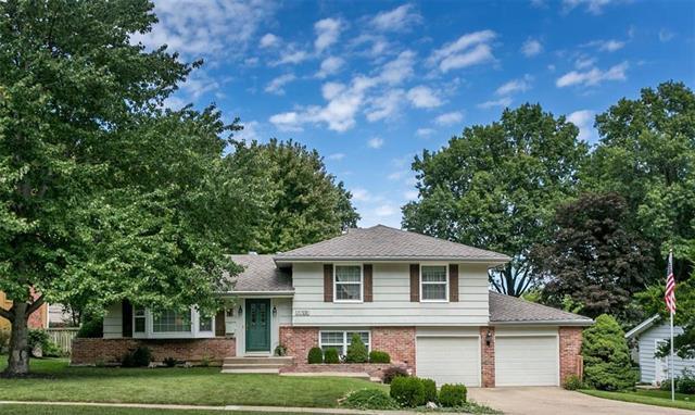 5612 W 92ND Terrace, Overland Park, KS 66207 (#2128700) :: Edie Waters Network
