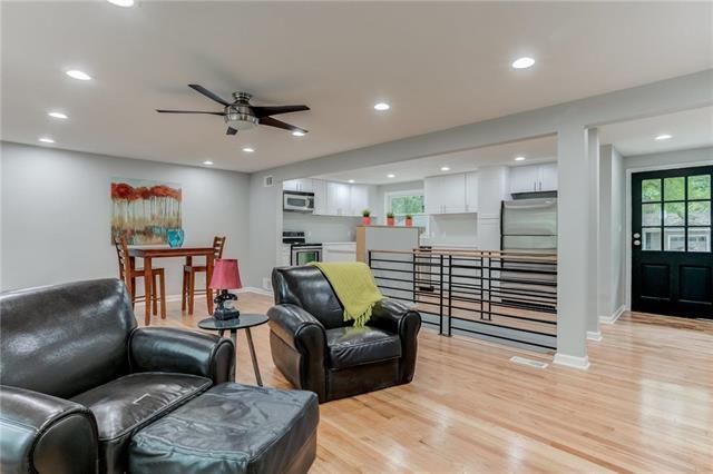 7050 Linden Street, Prairie Village, KS 66208 (#2128849) :: Char MacCallum Real Estate Group