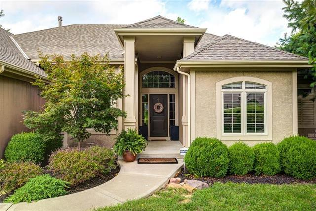 10406 NW River Hills Drive, Parkville, MO 64152 (#2128918) :: The Shannon Lyon Group - ReeceNichols