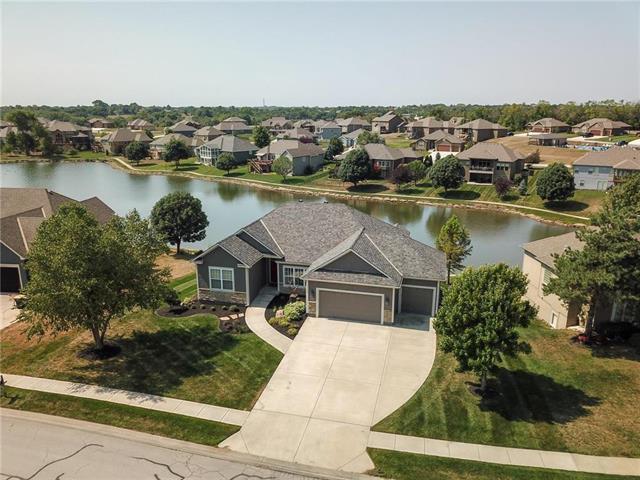 15019 Lake Side Drive, Basehor, KS 66007 (#2128943) :: Edie Waters Network