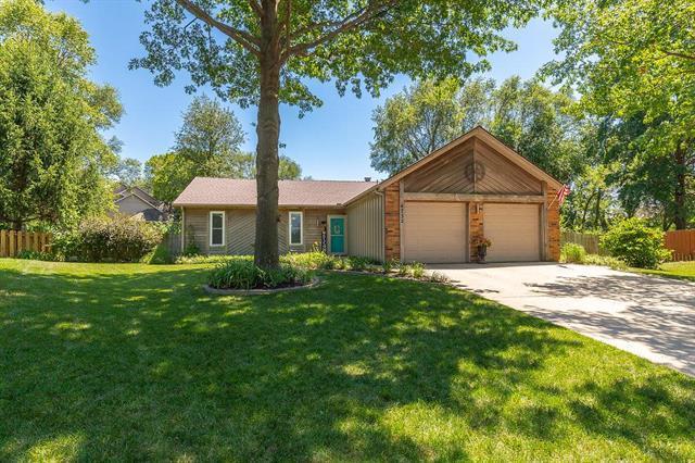 6732 Caenen Lake Road, Shawnee, KS 66216 (#2129154) :: Char MacCallum Real Estate Group