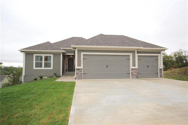 1313 NW Lindenwood Drive, Grain Valley, MO 64029 (#2129207) :: No Borders Real Estate