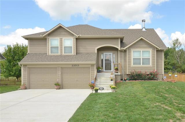 22013 S Falcon Ridge Drive, Spring Hill, KS 66083 (#2129274) :: Char MacCallum Real Estate Group