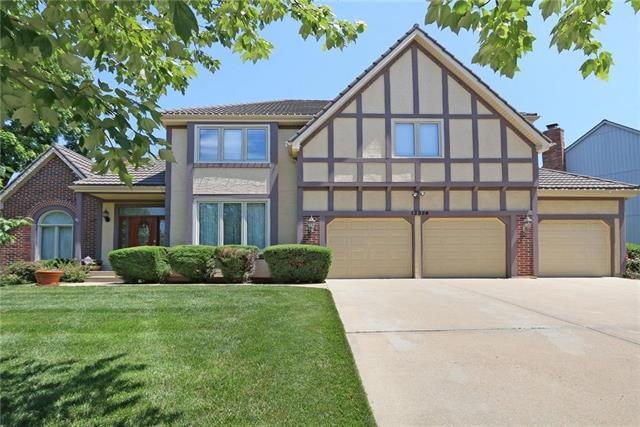 13924 W 76th Circle, Lenexa, KS 66216 (#2129630) :: Edie Waters Network