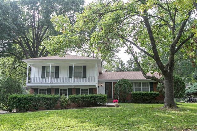 5611 W 84th Terrace, Overland Park, KS 66207 (#2129716) :: Edie Waters Network