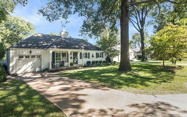 7915 Canterbury Street, Prairie Village, KS 66208 (#2129791) :: Edie Waters Network