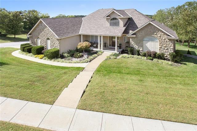 10425 NW River Hills Place, Parkville, MO 64152 (#2129824) :: The Shannon Lyon Group - ReeceNichols