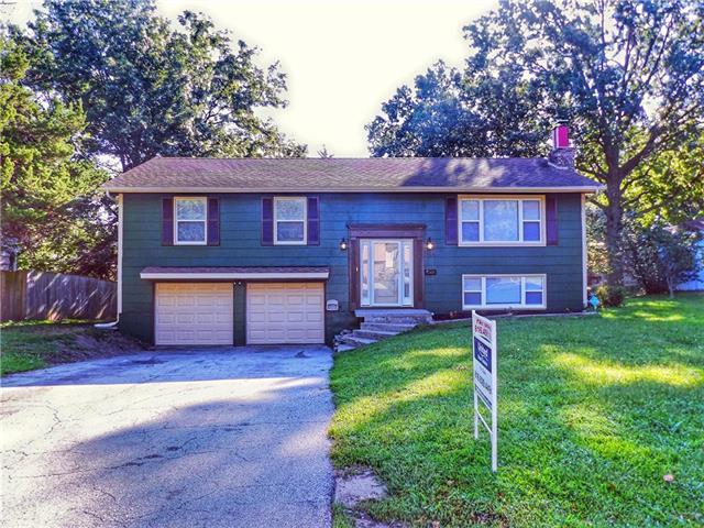 1004 NW Range Street, Blue Springs, MO 64015 (#2129856) :: Edie Waters Network