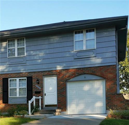 7007 NW Chapel Woods Lane One, Kansas City, MO 64152 (#2129864) :: Edie Waters Network