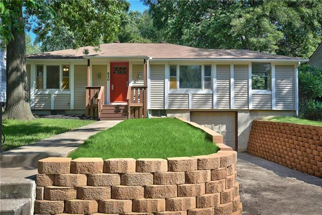 620 W 87TH Terrace, Kansas City, MO 64114 (#2130109) :: Edie Waters Network
