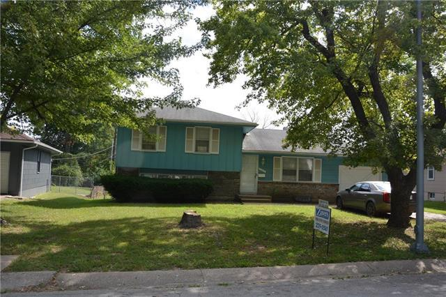 11613 Bennington Avenue, Kansas City, MO 64134 (#2130120) :: Edie Waters Network