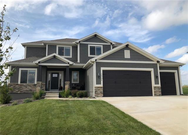 14724 S St Andrews Avenue, Olathe, KS 66061 (#2130253) :: Char MacCallum Real Estate Group