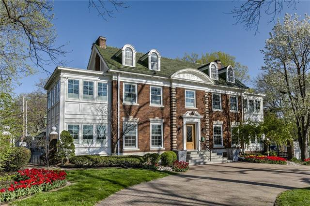 606 W 52nd Street, Kansas City, MO 64112 (#2130293) :: House of Couse Group