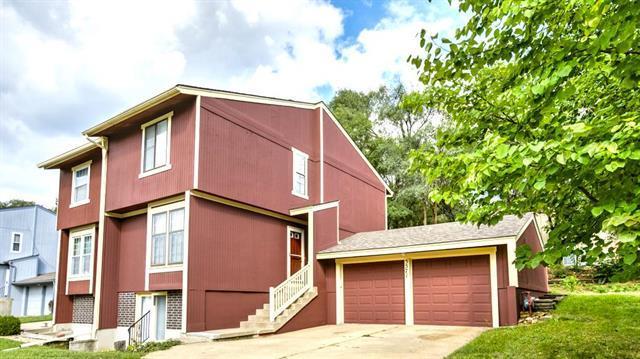 5571 Santa Fe Drive, Overland Park, KS 66202 (#2130657) :: Edie Waters Network