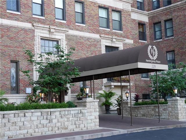 229 Ward Parkway 703B, Kansas City, MO 64112 (#2130667) :: NestWork Homes