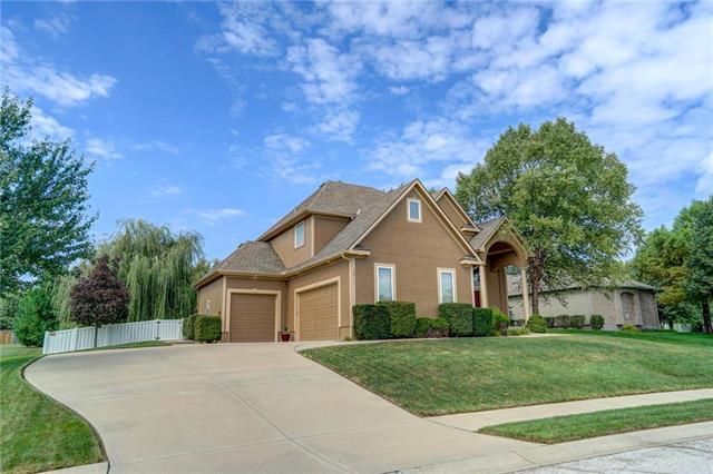 2611 NE Prairie Falcon Drive, Blue Springs, MO 64014 (#2130832) :: Edie Waters Network