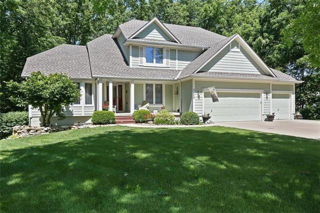3405 NW Pink Hill Circle, Blue Springs, MO 64015 (#2130871) :: Edie Waters Network