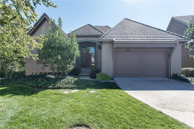 5205 W 124th Terrace, Overland Park, KS 66209 (#2131277) :: Char MacCallum Real Estate Group